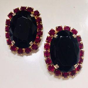B3G1 Vintage Clip-On Red & Black Pronged Goldtone